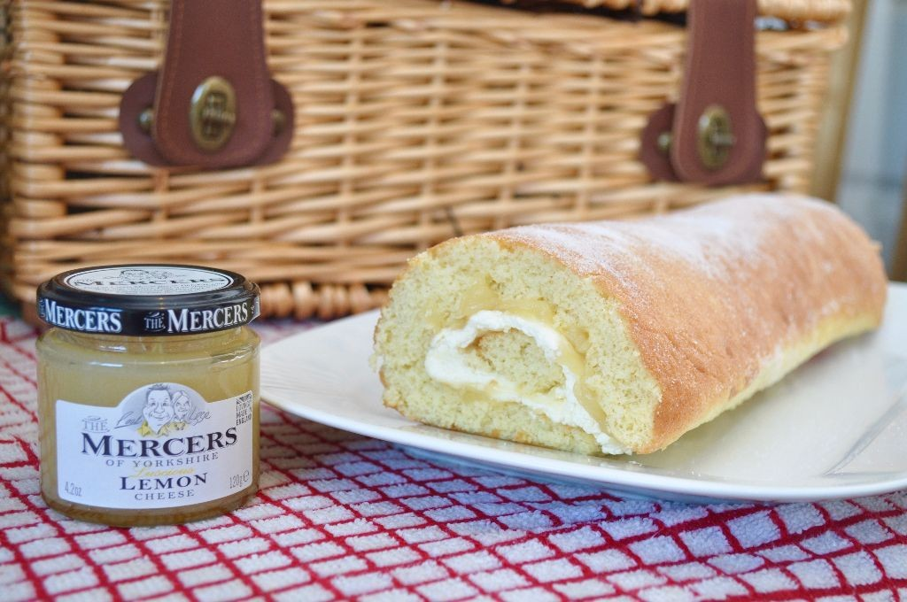 Lemon Curd Swiss Roll