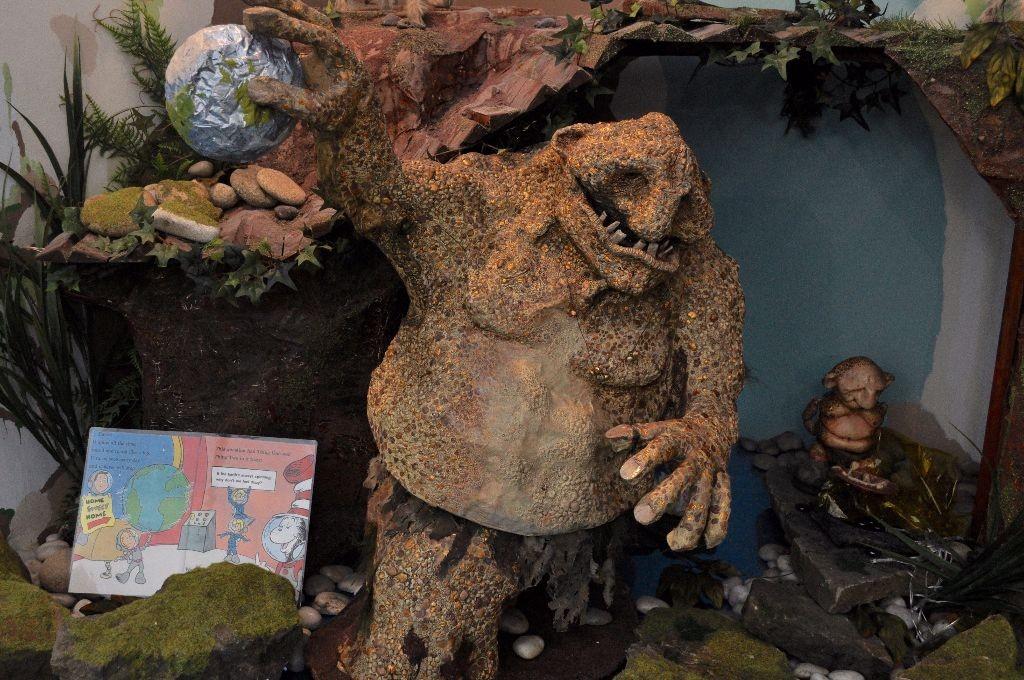 The Troll, gripping Earth